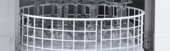 Il corretto utilizzo delle attrezzature per il lavaggio di stoviglie e bicchieri
