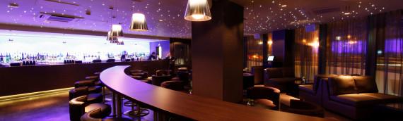 Gli sgabelli da bar assicurano versatilità d'utilizzo ed estetica al top