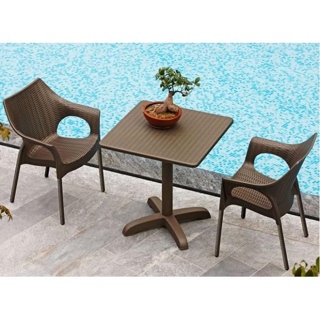Dehors e arredamento bar da esterno sfruttarli al meglio for Tavoli e sedie per giardino